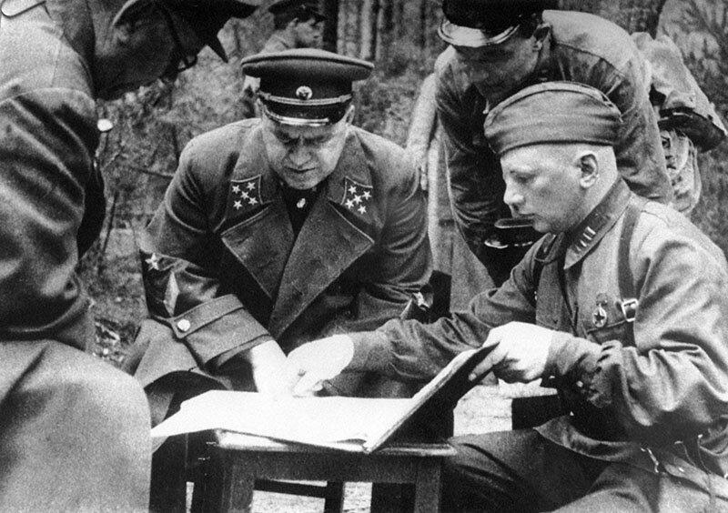 Маршал Жуков обсуждает план наступления