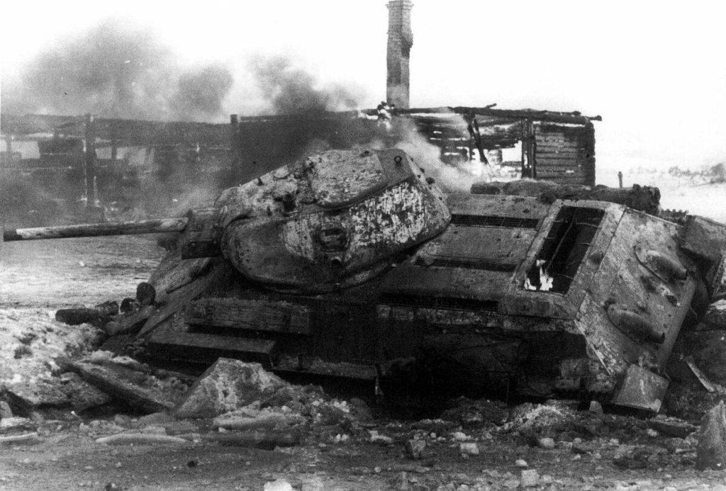 Подбитый танк советский танк Т-34
