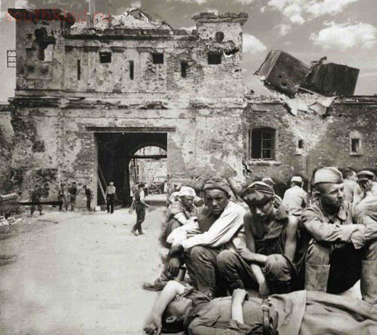 Советские солдаты в плену в Брестской крепости