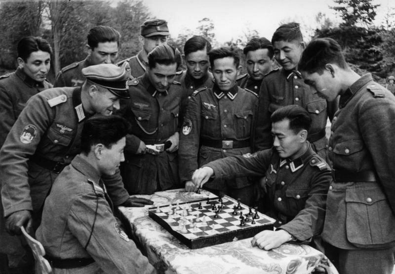 Солдаты Туркестанского легиона и игра в шахматы