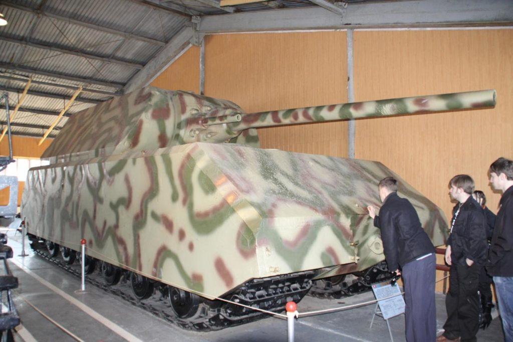 """Экспонат немецкого танка """"Маус"""" в музее в Кубинке"""