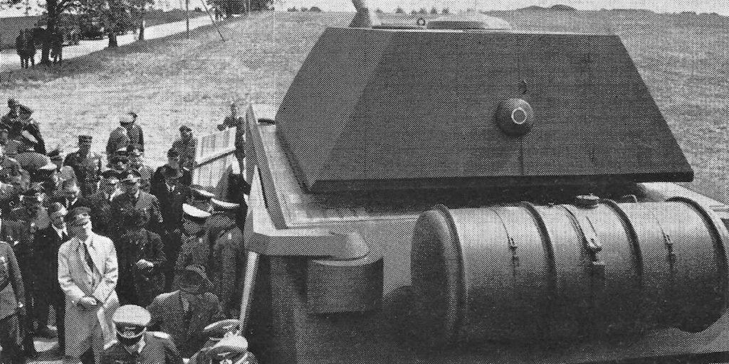 """Гитлер рядом с макетом танка """"Маус"""""""
