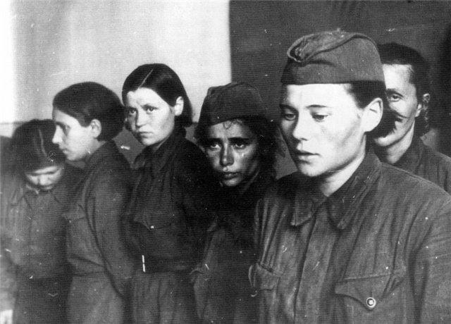 Девушки в плену у немцев