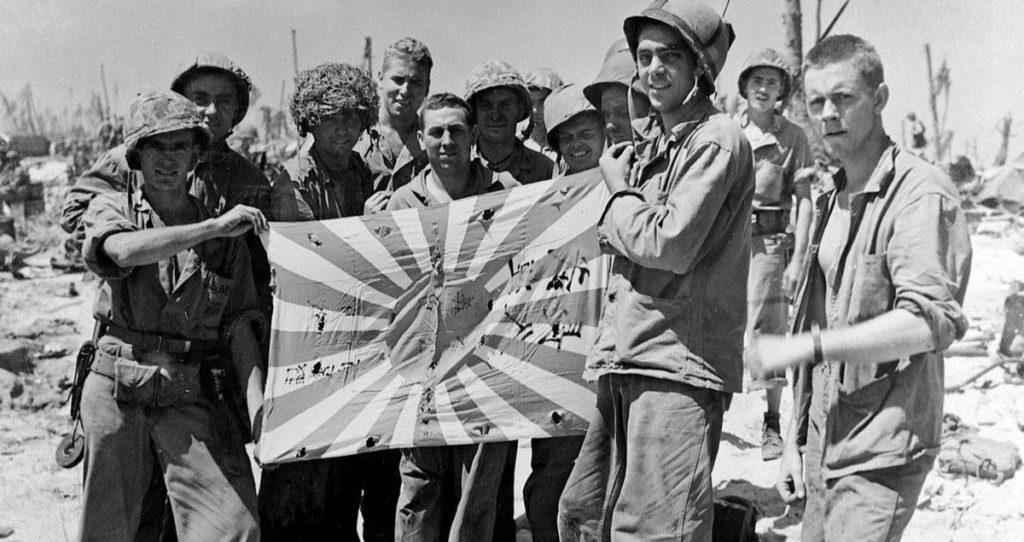 Солдаты Америки с флагом Японии