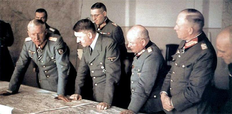 Манштейн и Гитлер обсуждают план