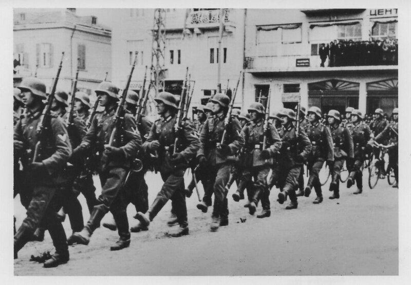 Немцы в Париже