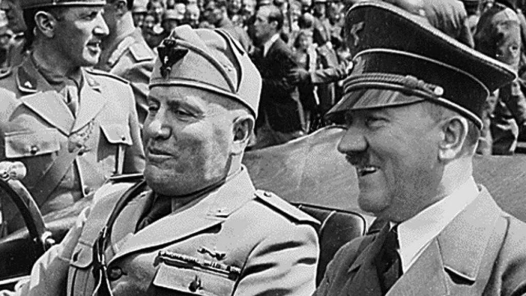Портрет Гитлера и Муссолини в одной машине
