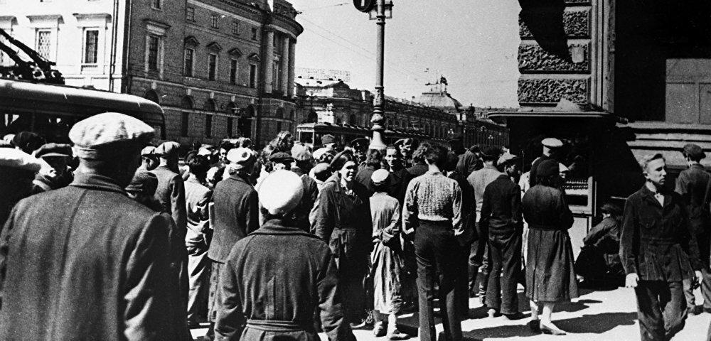 Граждане СССР во время обращения Молотова