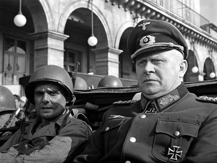Дитрих фон Хольтиц в американском джипе