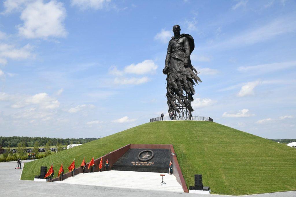 Памятник, который посвящен погибшим в Ржевской битве