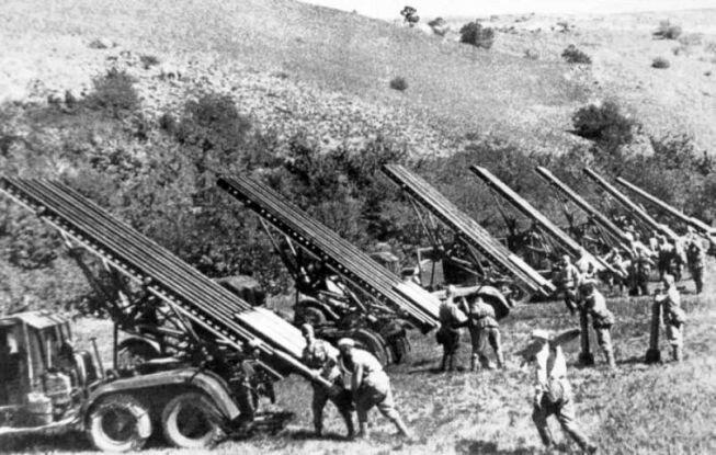 """""""Катюши"""" перед атакой немецких войск"""