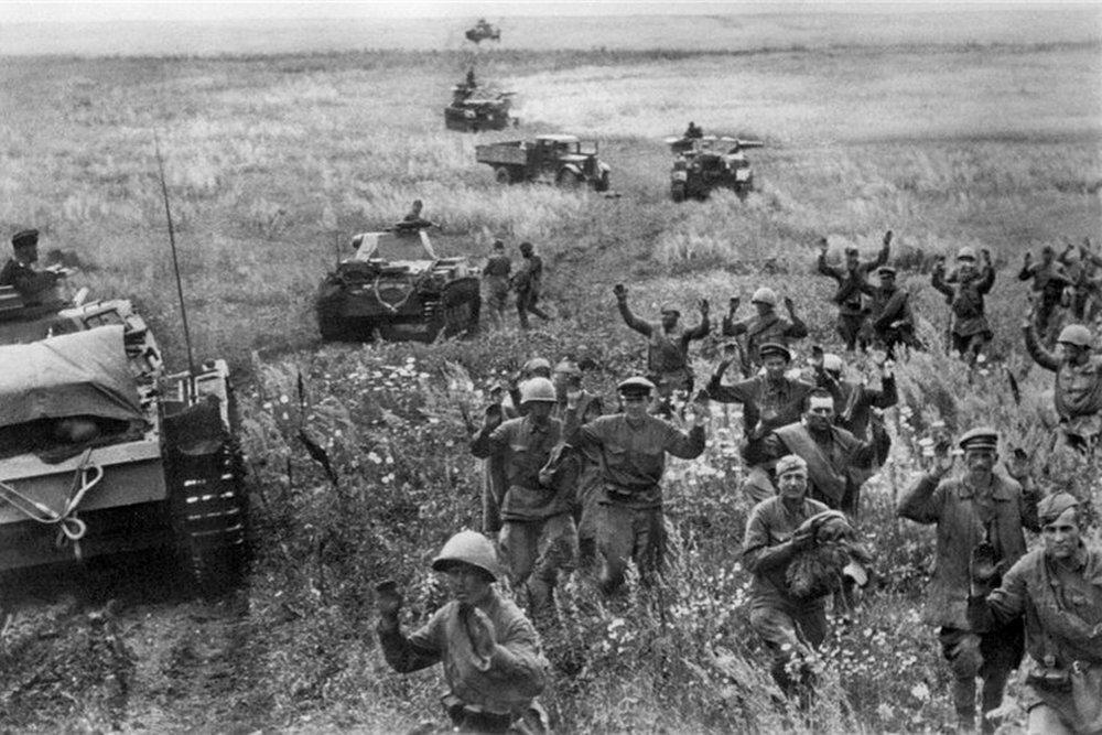 Солдаты СССР в окружении
